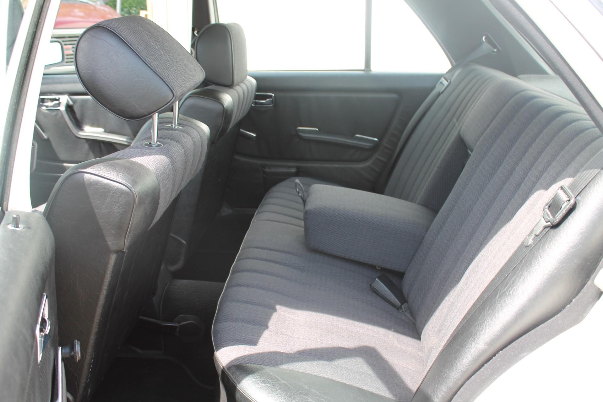 Mercedes-Benz 200-serie 200 D 2.0 Foto 7