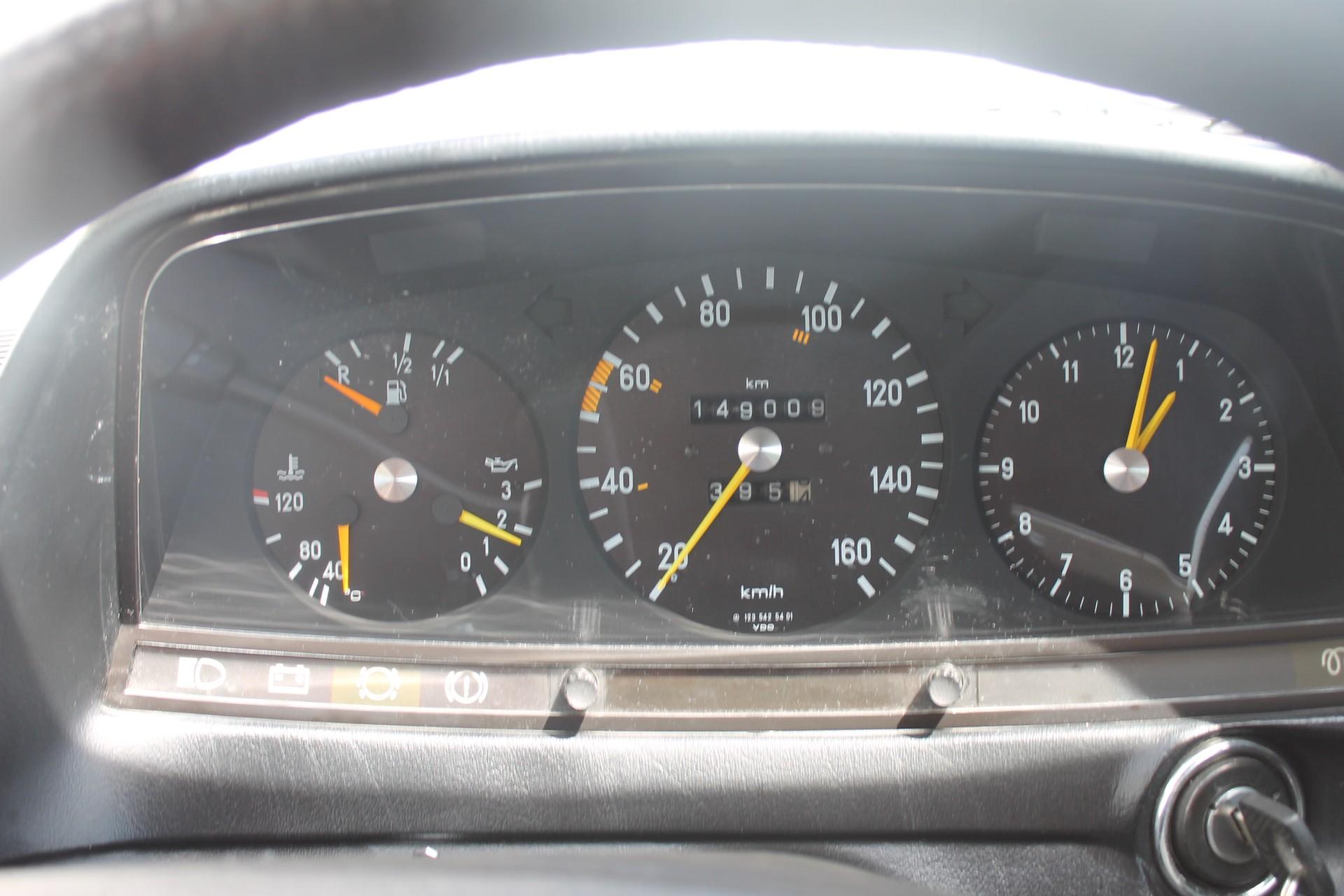 Mercedes-Benz 200-serie 200 D 2.0 Foto 9