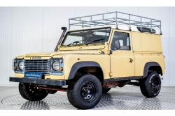 Land Rover Defender 90 2.5 TDi Automaat thumbnail 1