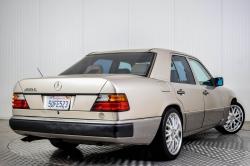 Mercedes-Benz 200-serie 400 E V8 thumbnail 10