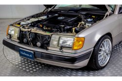 Mercedes-Benz 200-serie 400 E V8 thumbnail 16