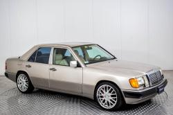 Mercedes-Benz 200-serie 400 E V8 thumbnail 18