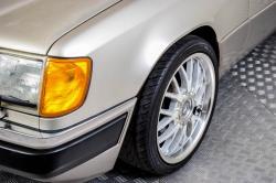 Mercedes-Benz 200-serie 400 E V8 thumbnail 32