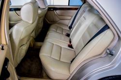 Mercedes-Benz 200-serie 400 E V8 thumbnail 8