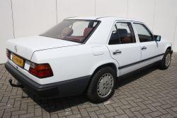 Mercedes-Benz 200-serie 260 E thumbnail 2