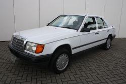 Mercedes-Benz 200-serie 250 D thumbnail 1