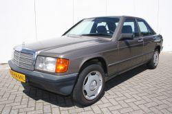 Mercedes-Benz 190 2.0 E thumbnail 1