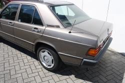 Mercedes-Benz 190 2.0 E thumbnail 9