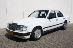 Mercedes-Benz 200-serie 300 D thumbnail 1